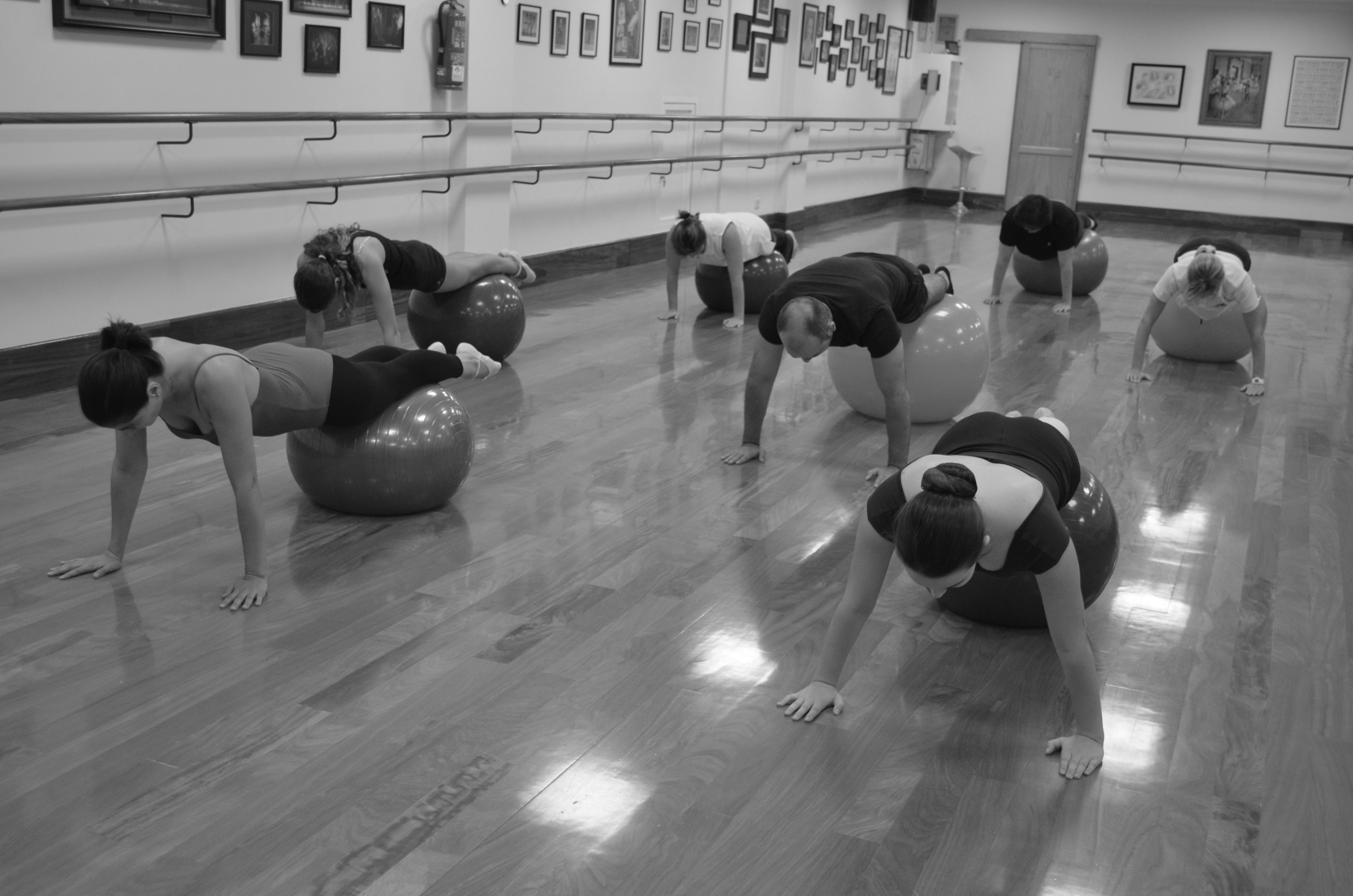 Stretching con fit-ball y bandas elásticas   Muchomasquedanza